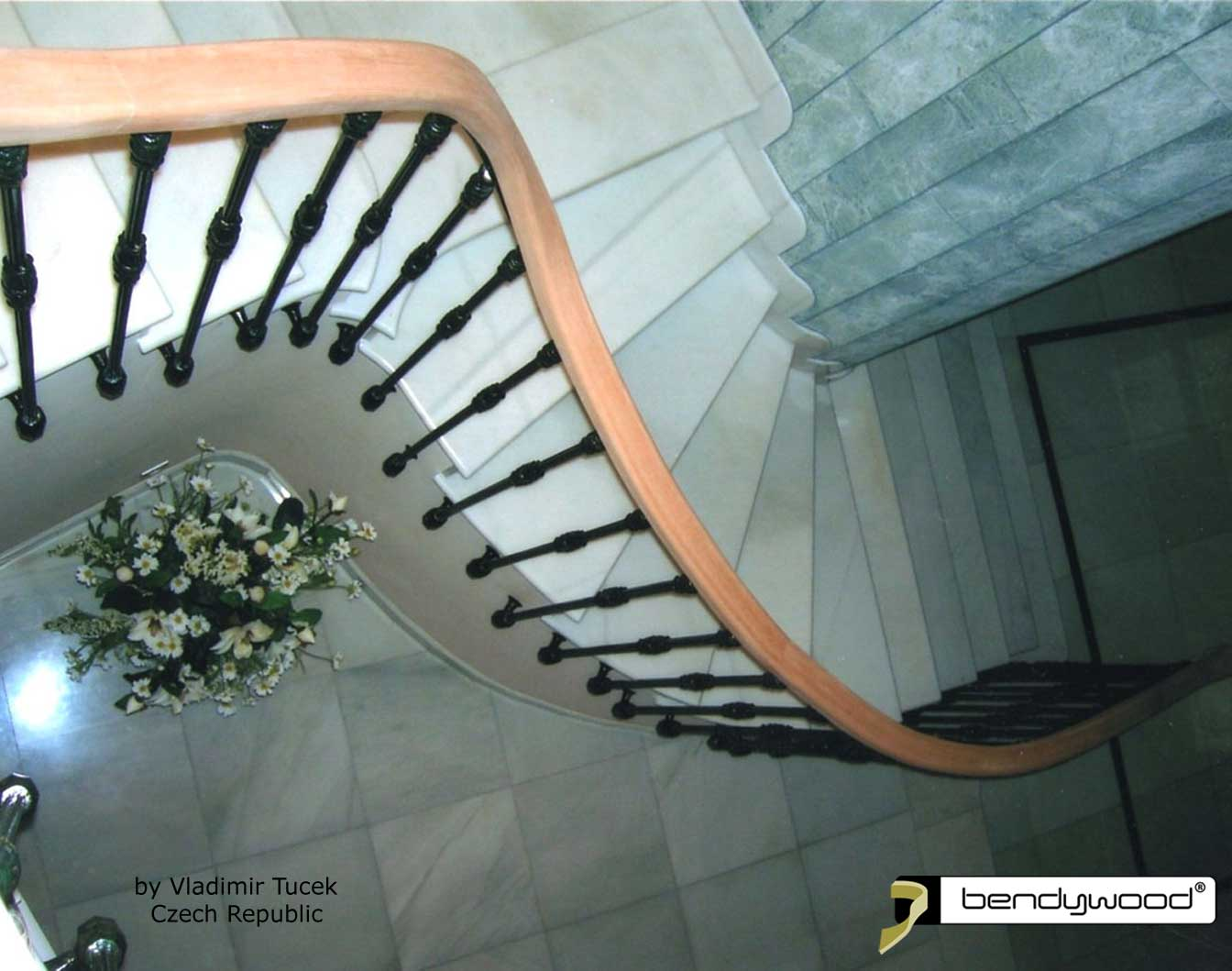 Bending wood Bendywood® - stairs with rectangular shaped solid wooden handrail